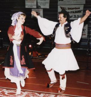 Costumi tradizionali dell 39 albania usi e costumi for Vestito tradizionale giapponese femminile